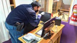 altText(Delincuentes robaron en la Radio Municipal de San Martín de los Andes)}