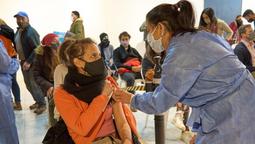altText(Nueva jornada de vacunación en San Martín de Los Andes con primeras y segundas dosis)}
