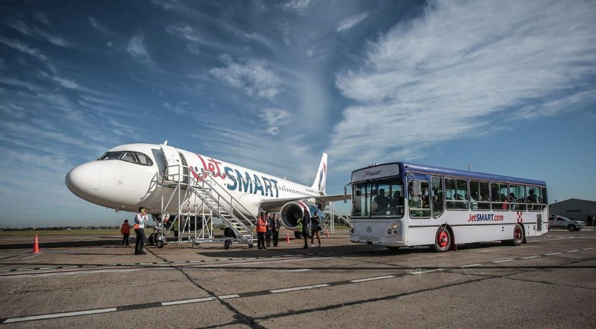 Desde la semana próxima, JetSMART comienza a volar desde San Carlos de Bariloche hacia Córdoba y Mendoza